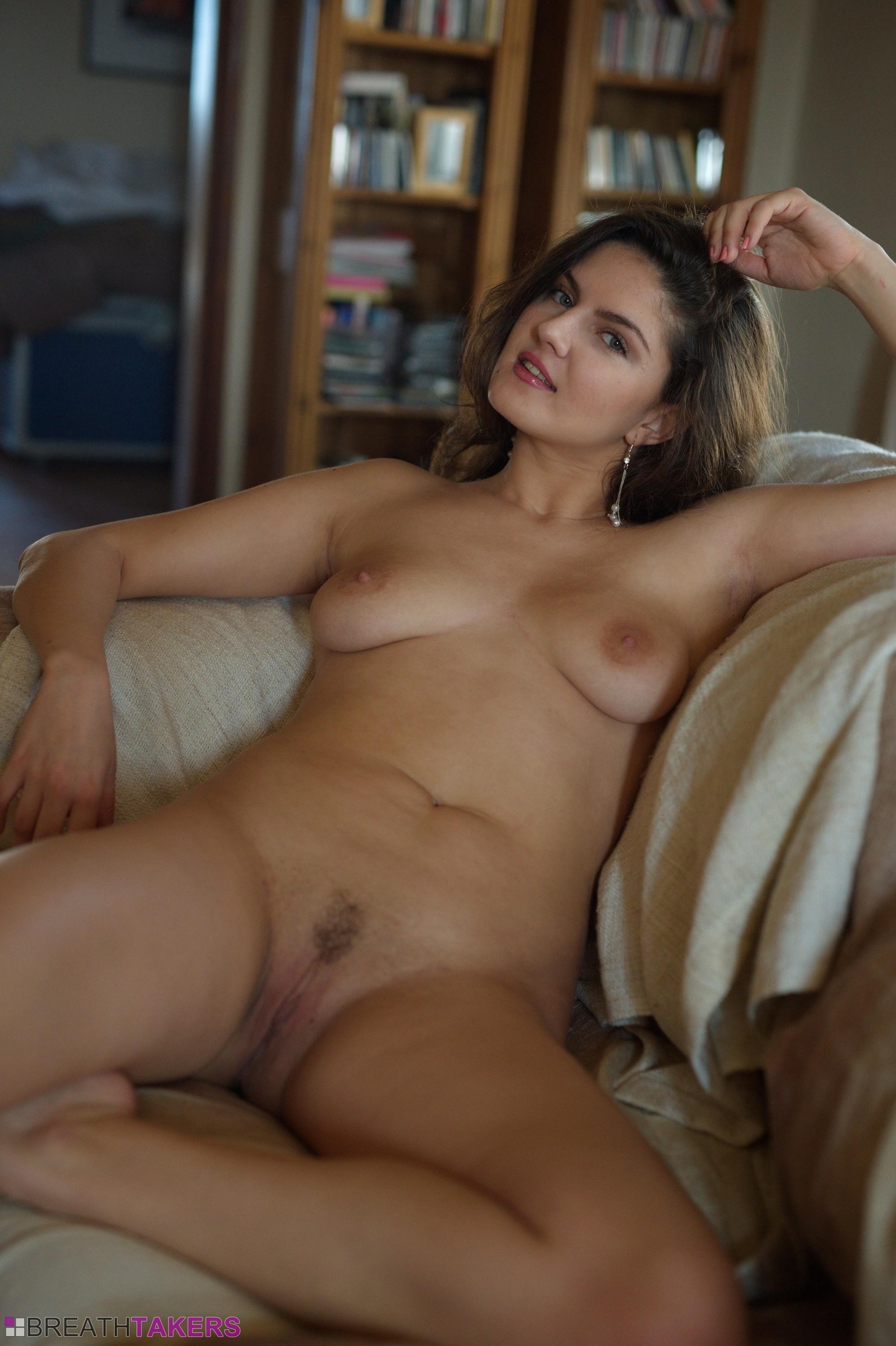 italian hot babes topless