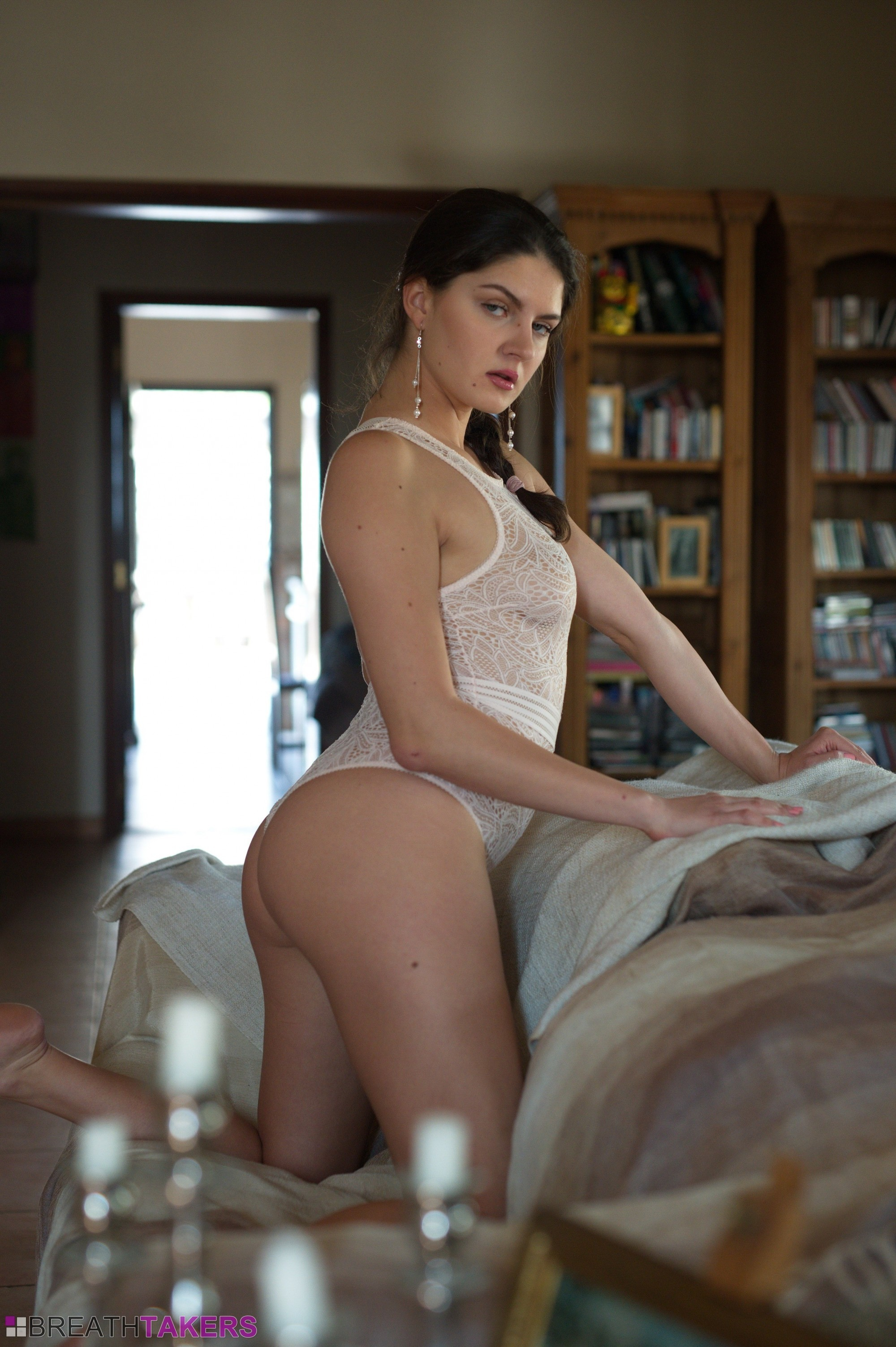 italian babe francesca dicaprio is naked, horny and home alone – sky